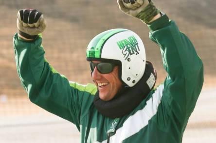 esporte-homem-salta-sem-paraquedas