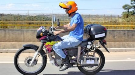 moto-usa-agua-poluida-como-combustivel